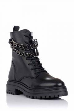 Bota militar con cadena