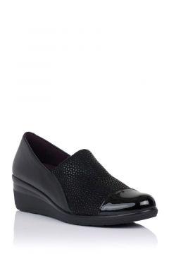 Zapato abotinado con cuña