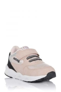 Sneaker young